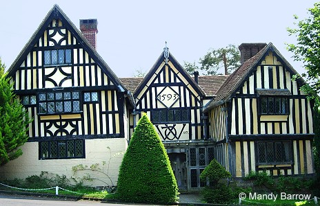 How to spot a real Tudor house.